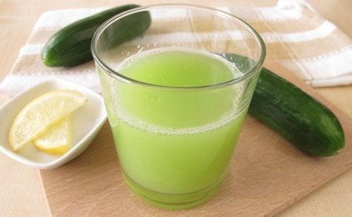 Suco de pepino para reduzir o colesterol ruim