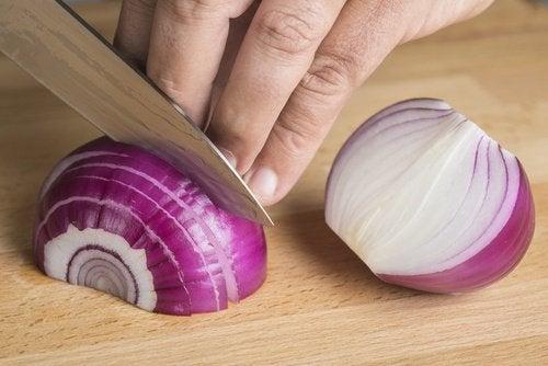 usos-do-micro-ondas-cortar-cebola