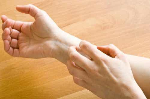 Por que você sente formigamento nas mãos e nos pés?
