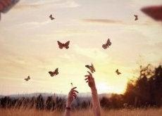 mãos-alcançando-borboletas-e1455365534937
