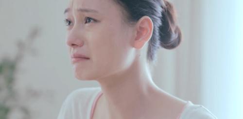 Mulher chinesa chorando