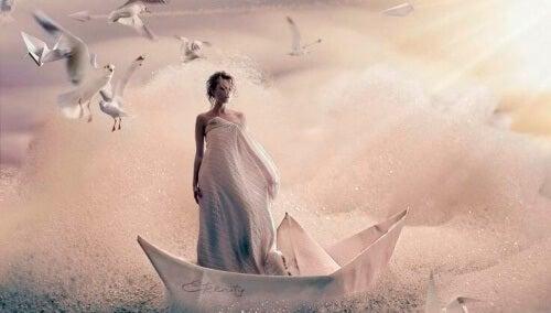 mulher-sobre-um-barco