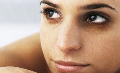 massagem-facial-combater-olheiras