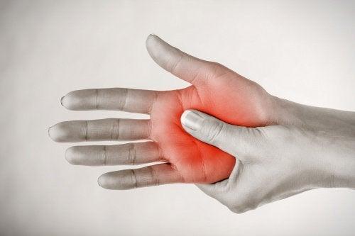 Imagen de formigamento na mão