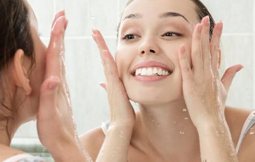 Água de pepino para lavar o rosto