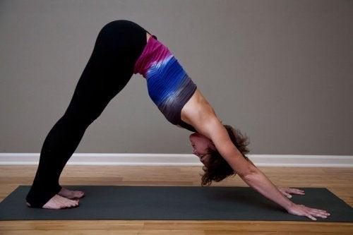 alongamentos-ioga-combater-dor-nervo-ciático