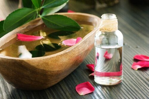 Agua-de-rosas-cuidar-do-cabelo