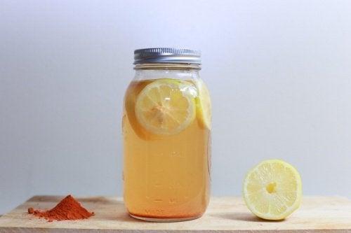 Cúrcuma e limão para eliminar as pulgas