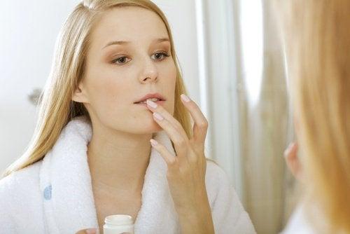 lábios-remover-maquiagem