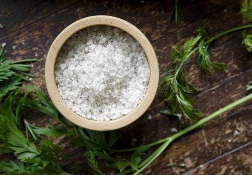 O sal causa inflamação abdominal