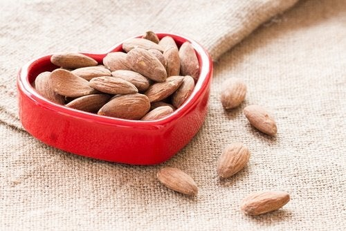 Frutos secos que melhoram a saúde cardíaca