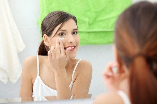 Vaselina-para-os-olhos-remover-maquiagem