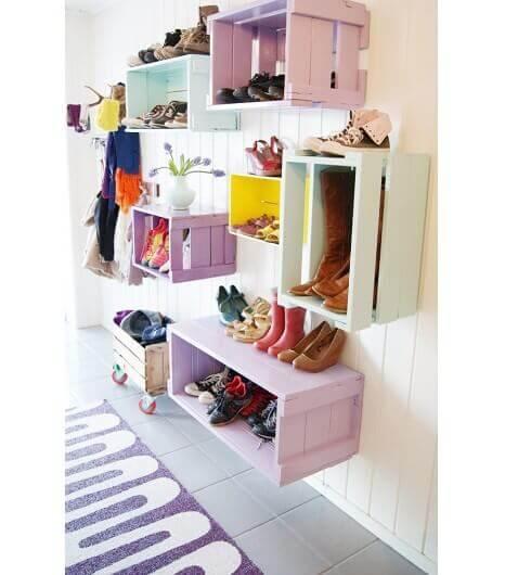 Organizar seus sapatos em caixas de frutas
