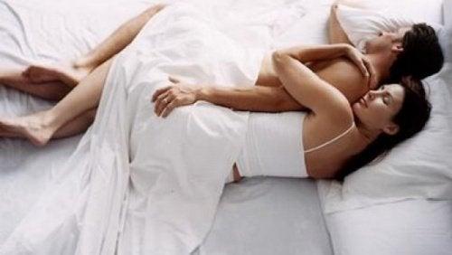 casal_dormir_conchinha