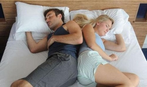 dormir_casal_lado