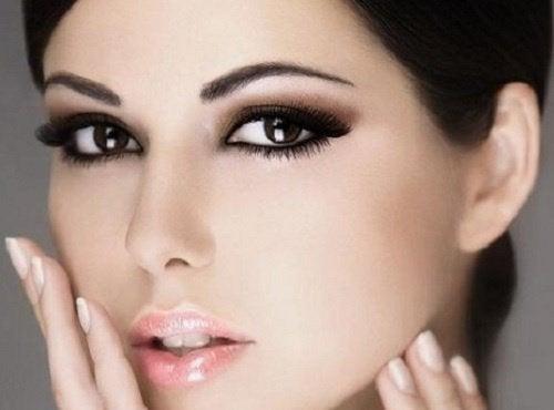 mulher_bonita_olhos_negros