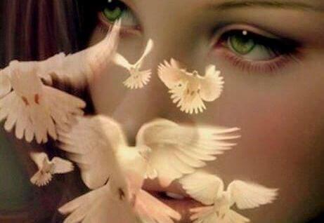 mulher_olhos_verdes_pombas_paz