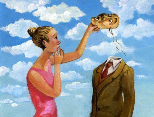 Mulher tirando careta de homem