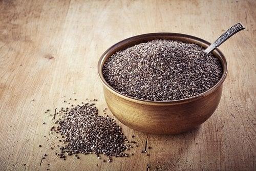 Bowl cheio de chia para fazer o gel de sementes de chia