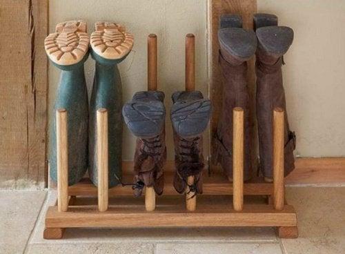 Suporte de madeira para sapatos