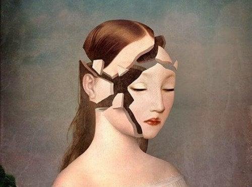 Mulher com o rostro quebrado por não se amar