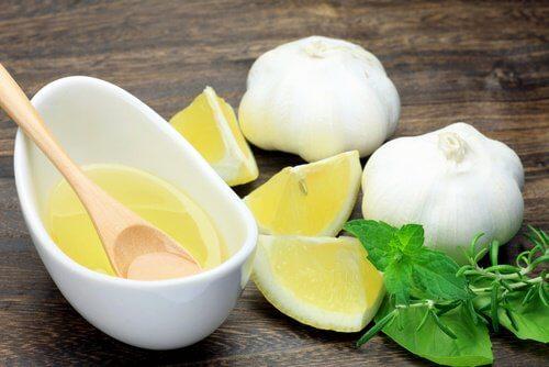 Alho e limão para abdômen chapado