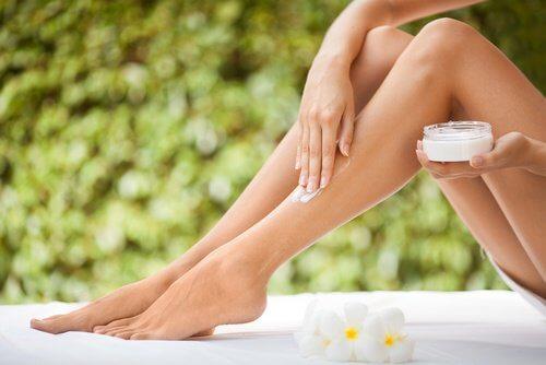 creme-natural-para-pele-seca-pernas