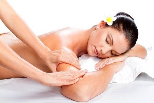 Massagem para conseguir braços firmes e tonificados