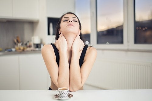 Mulher com dor cervical