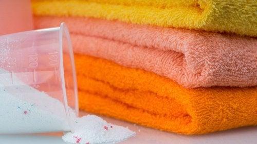 Como clarear toalhas e mantê-las limpas e suaves
