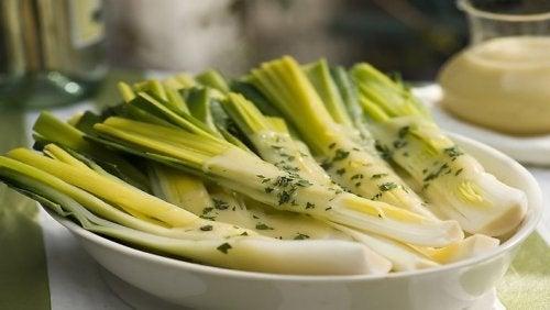 5 razões pelas quais você deve incluir alho-poró em seu jantar