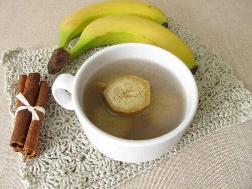 Chá de banana e canela para dormir bem