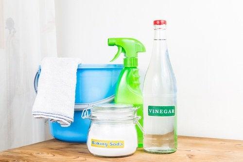 Bicarbonato e vinagre para lavar roupas