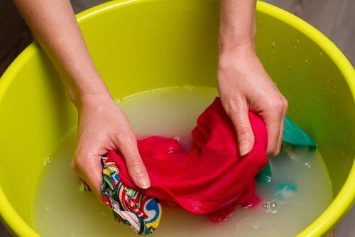 como-desencolher-roupas