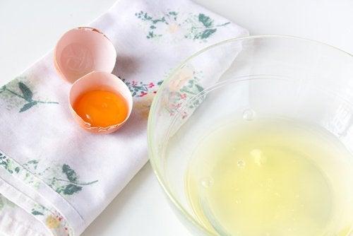 Máscara caseira de clara de ovo e azeite de oliva