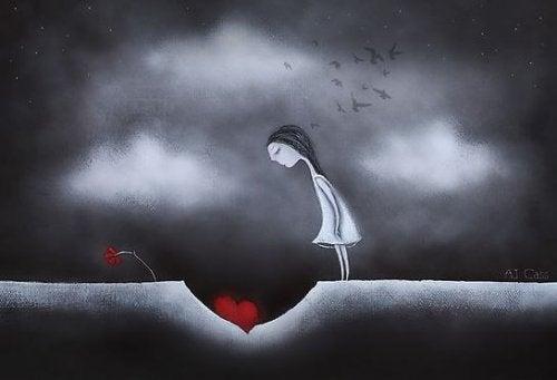 Mulher olhando coração mau tratado