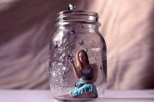 mulher-pote-de-vidro
