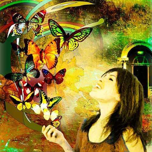 mulher com borboletas usando inteligência emocional
