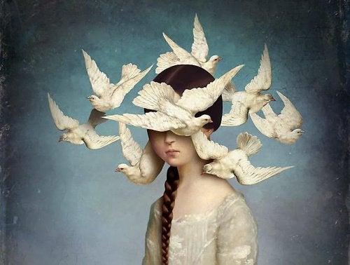 Menina com pássaros que não consegue dialogar