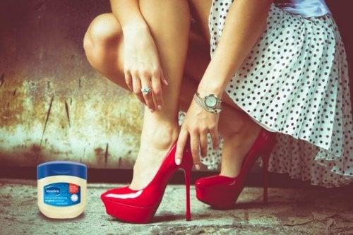 Aplicar vaselina para que os sapatos não causem dor