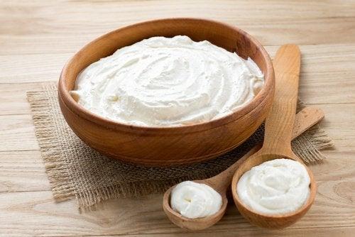 Iogurte natural para fechar poros dilatados