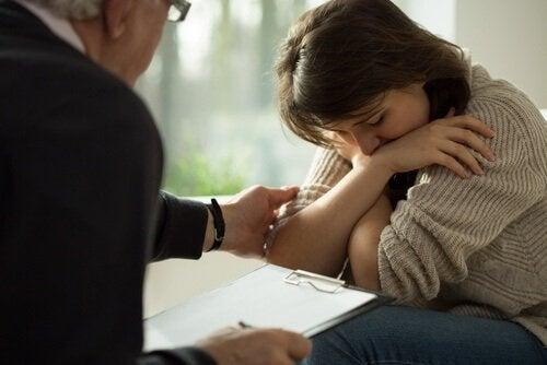 Mulher depressiva consultando um psicólogo
