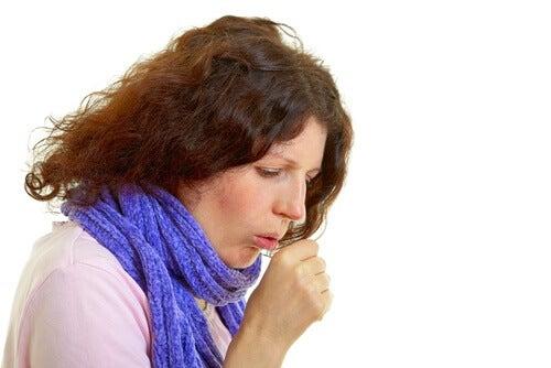 mulher-tossindo-sintomas-câncer-de-pulmão