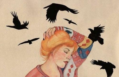 mulher-com-passaros-negros