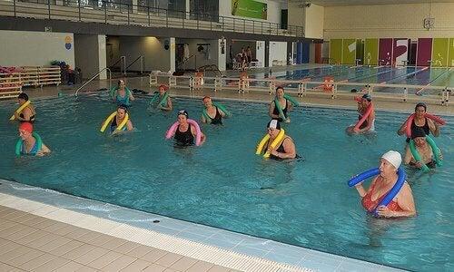 Nadar previne a artrose de tornozelo