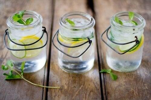4 bebidas para depurar açúcares e outros alimentos refinados do corpo