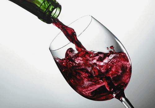 O vinho deixa nosso rosto irreconhecível