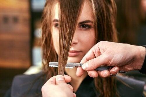Corte de cabelo com pontas duplas