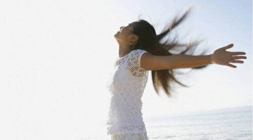 A felicidade faz que uma mulher seja atreante