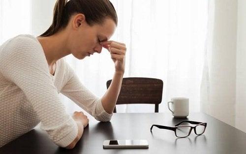 Mulher cansada com estresse
